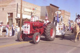 Alexander Old Settler's parade 1988, Art's 2nd new tractor and North Dakota centennial float, N.D.