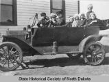 Children in car outside rural school, Lakeview District School, Benson County, N.D.